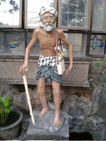 Vilarisi Hotel: statue à l'entrée