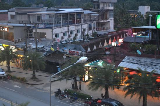White Sand Krabi Hotel: 目の前のバービア群