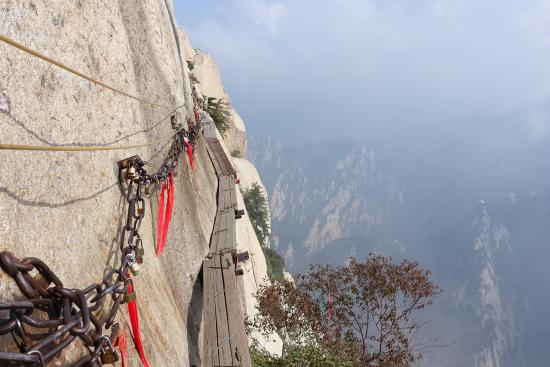 Huayin, Cina: Plank Walk in the Sky