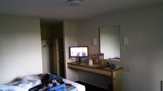 Travelodge Skipton: Size of room, TV, coffee facilities