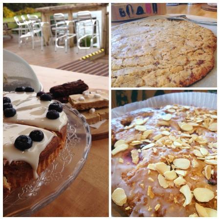 Homebaking ; sour cream and blueberry & raspberry bakewell