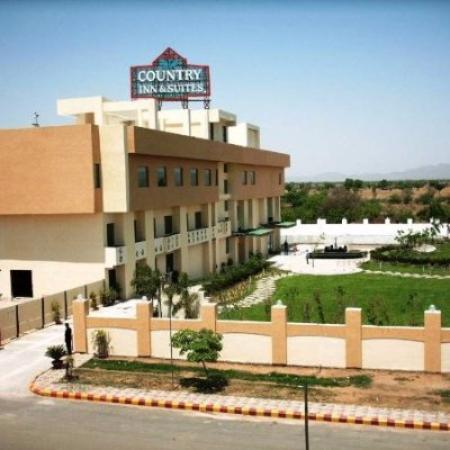 Ramada Ajmer: Hotel from the other side of the highway