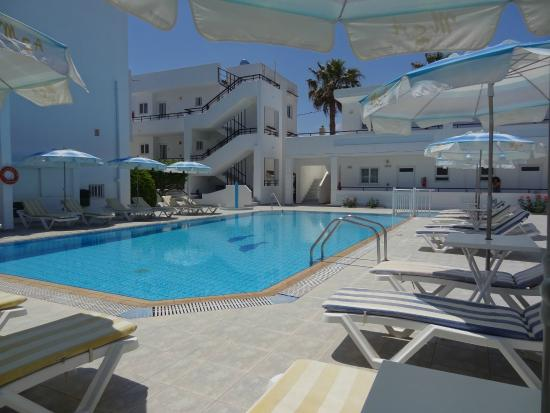 Michalis Studios & Apartments: pool side