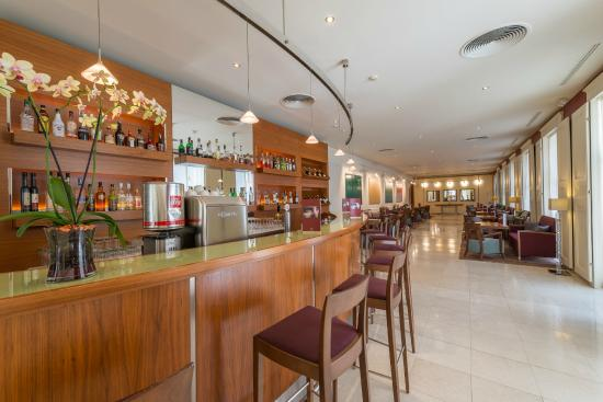 โรงแรมเคพลัสเคโอเปรา: Bar