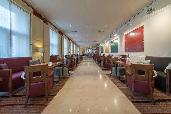 โรงแรมเคพลัสเคโอเปรา: Bar Bistro