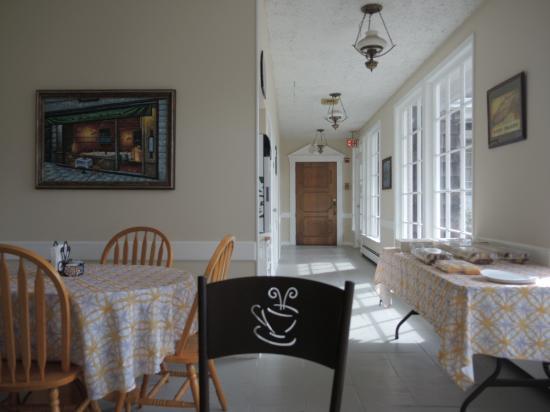 Budget Host East End Hotel : breakfast (2/2)