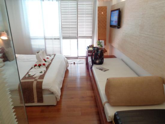 Banthai Beach Resort Spa Deluxe Pool Room