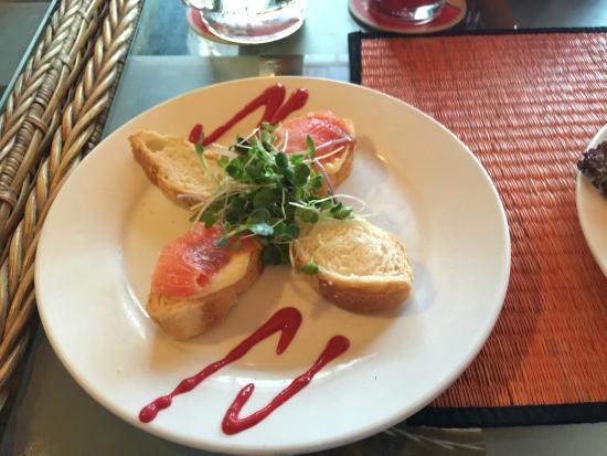 Blue Dolphin : Smoked Salmon and Creamcheese Tapa
