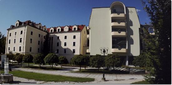 Hotel Zagreb(left), Grand Hotel Sava(right)