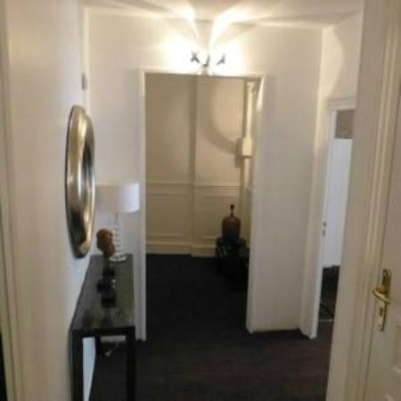 Hotel Le Saint Louis: couloir rdc