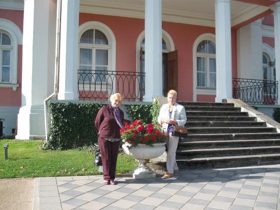 Latvian Tour Guides Tours: У замка Бирини