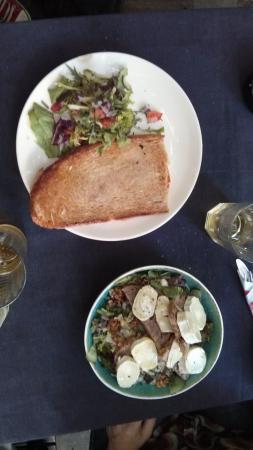 Le Pain Perdu: croq zalm + salade geitekaas