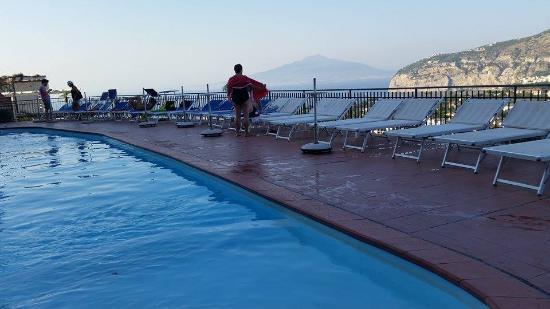 Cristina Hotel: Vista dalla piscina dell'albergo
