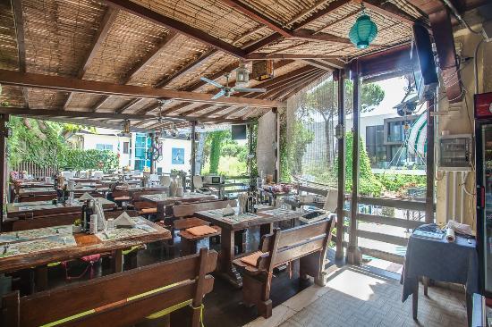 Terrazza ristorante - Picture of Hotel Flora, Milano Marittima ...