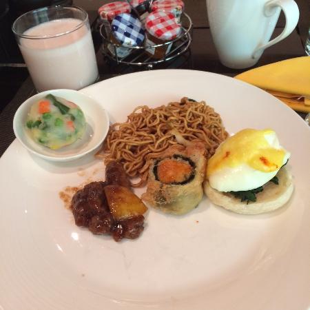 Shangri-La Hotel Jakarta: Breakfast at Satoo