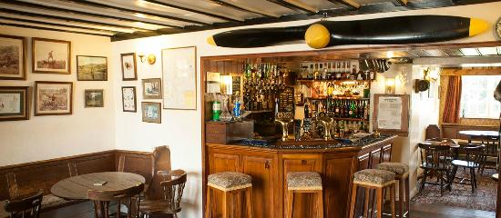 Fat Lamb Country Inn and Restaurant: Cosy bar