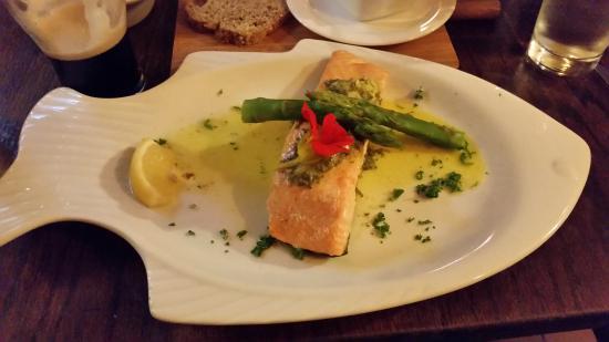 Tullycross, Irlanda: Salmon dinner