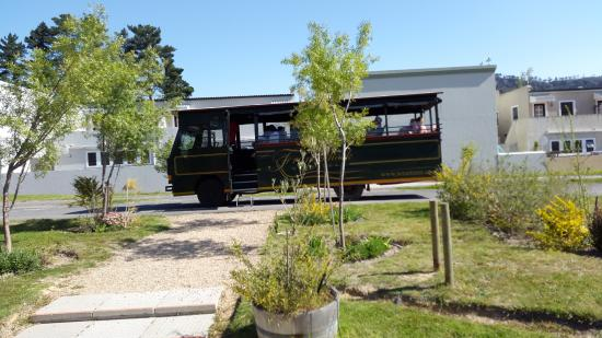 Franschhoek, Sudáfrica: The bus for 3 of the estates.
