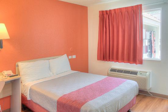 Motel 6 Lancaster: Guest Room