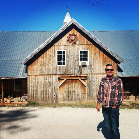 Owensville, MO: The B&B is a renovated barn.