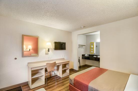 Motel 6 Everett South: Guest Room
