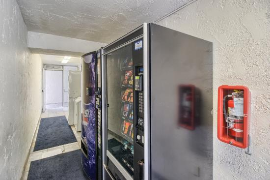 Motel 6 Everett South: Vending