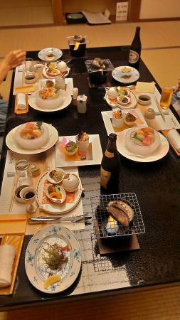 Kashikojima Hojoen: 夕食、このあと4種類持ってきてくれて食事になります。