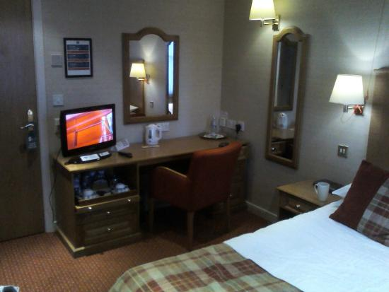 Atholl Hotel: room