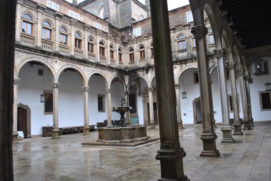 Patios interiores picture of hostal de los reyes - Patios interiores ...
