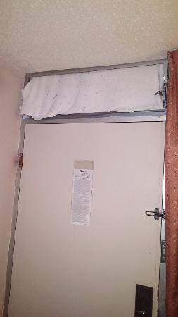 Villa Ridge, MO: Towel covering open vent