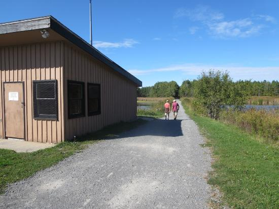Little Cataraqui Creek Conservation Area : The walking entrance