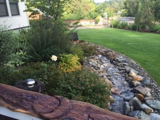 Shasta MountInn Retreat & Spa: Mt Shasta Inn Stream