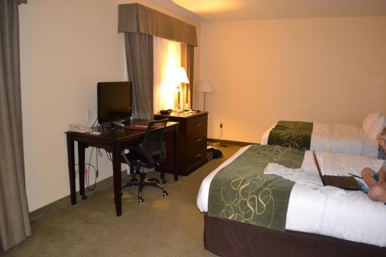 Comfort Suites Gothenburg: two queen beds