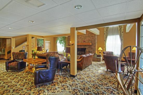 The Pointe at Castle Hill Resort: Pointe Hotel Lobby