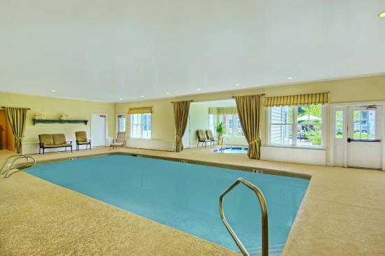 The Pointe at Castle Hill Resort: Indoor Heated Pool and Hottub