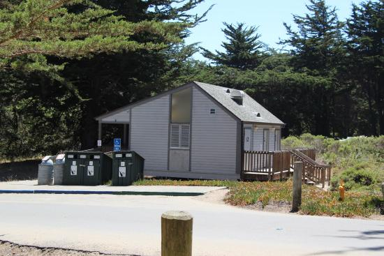 Bodega Dunes Campground: modern clean bathrooms