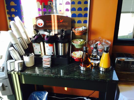 Econo Lodge : Continental Breakfast