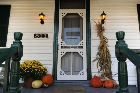Gananoque, Canadá: Fall porch Cedar Knoll