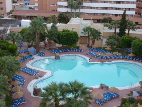 Apartamentos Fenix Beach: una de las piscinas