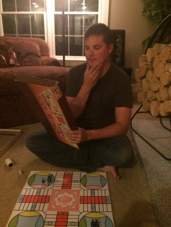 Bristol, Nueva Hampshire: Playing board games by the fire