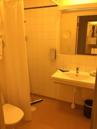 Best Western Hotel Botnia : Bathroom in hospital style