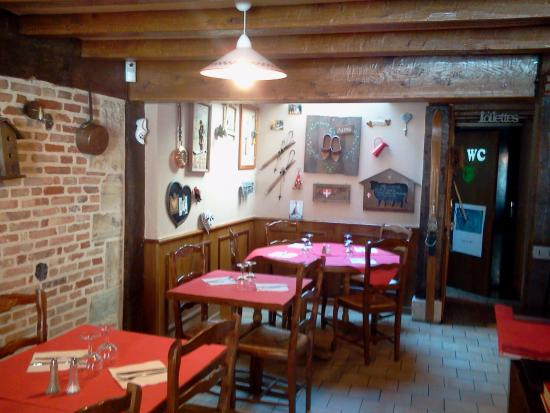 Les Marmottes: first floor - dining room