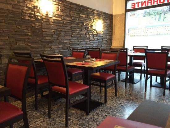 Il nuovo arredamento del locale foto di pizzeria e kebab for Pizzeria arredamento