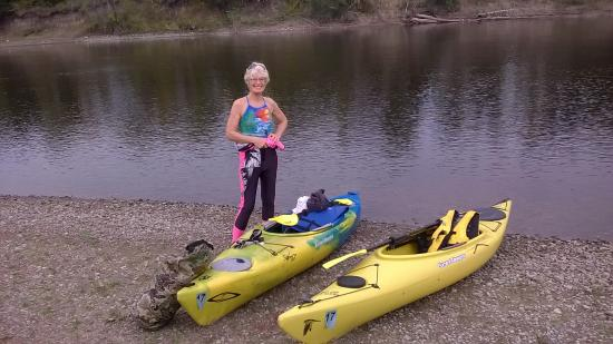 Clearwater, MN: river bank stop for lunch
