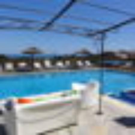 U Pirellu Residence : Piscine avec vue mer et montagne