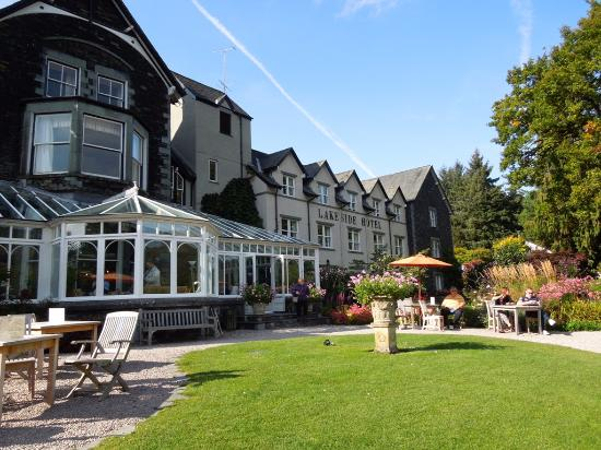 Lakeside Hotel: Beautiful hotel set in lovely grounds