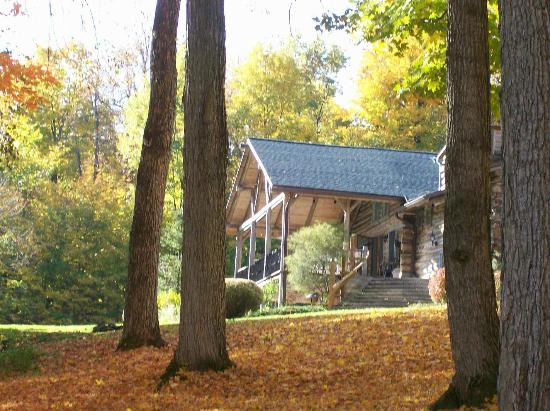 The Chalet of Canandaigua: The Chalet in Fall from the driveway