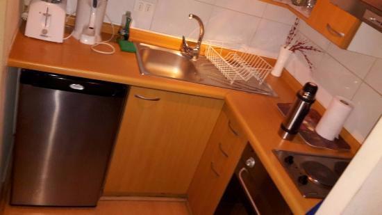 Apart Center Temporary Rent: Cozinha que é junto com uma salinha com Bicama