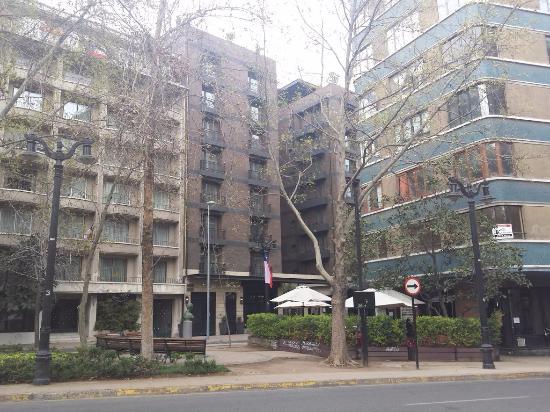 The Singular Santiago Lastarria Hotel: hotel visto da rua
