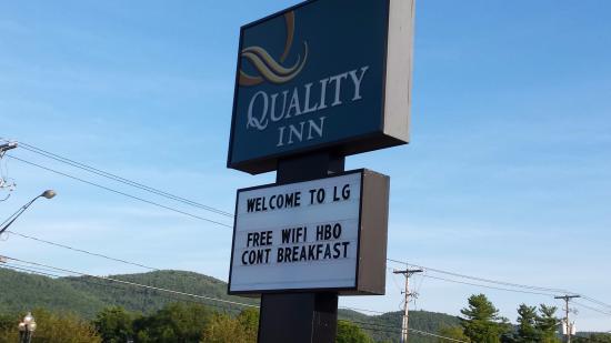 Quality Inn Lake George: Hotel sign.